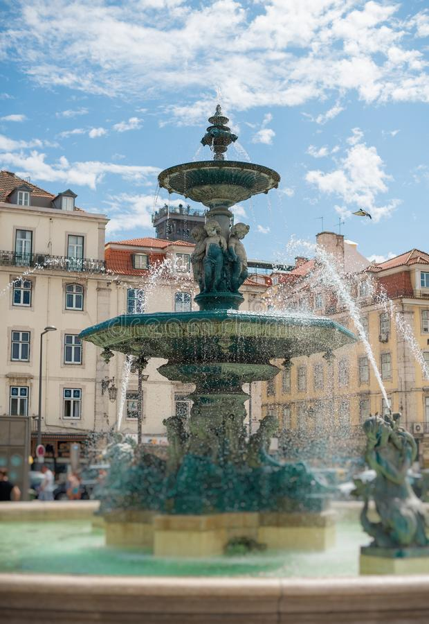 Brunnen im Rossio Quadrat lizenzfreies stockfoto