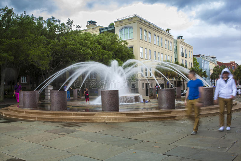 Brunnen in im Stadtzentrum gelegenem Charleston lizenzfreies stockfoto