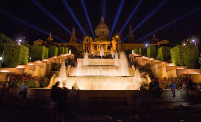 Brunnen nachts außerhalb nationalen Art Museums von Katalonien, Barcelona, Spanien stockfotos