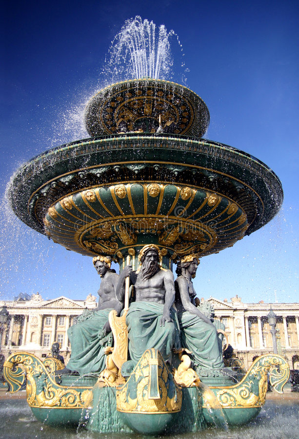 Brunnen in Paris lizenzfreie stockfotografie