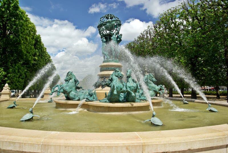 Brunnen in Paris lizenzfreie stockbilder