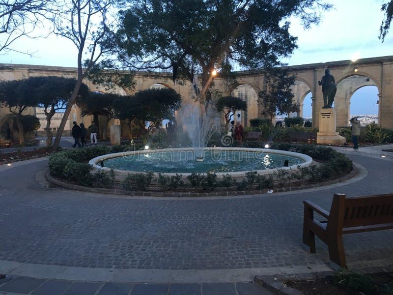 Brunnen in Triq Sant& x27; orsla, Valletta, Malta lizenzfreie stockfotografie