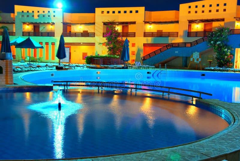 Brunnen und Pool stockfotos
