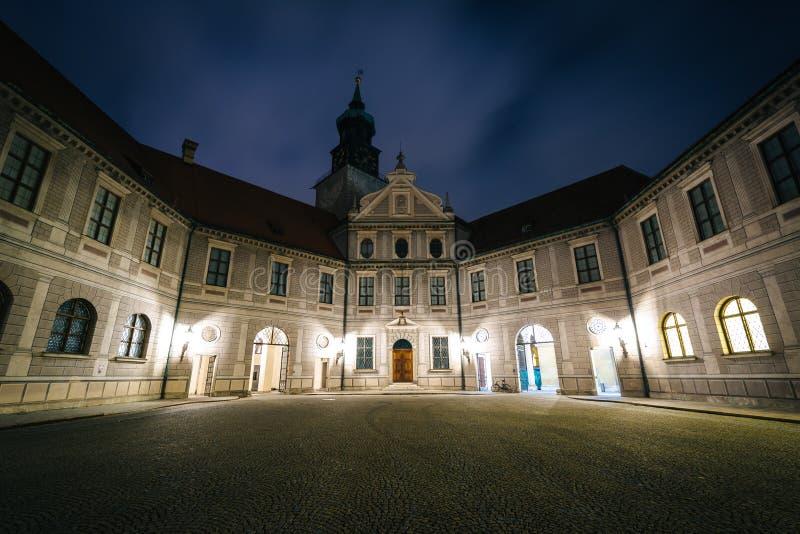 Brunnenhof podwórze przy nocą przy Monachium Residenz w Monachium, obrazy stock