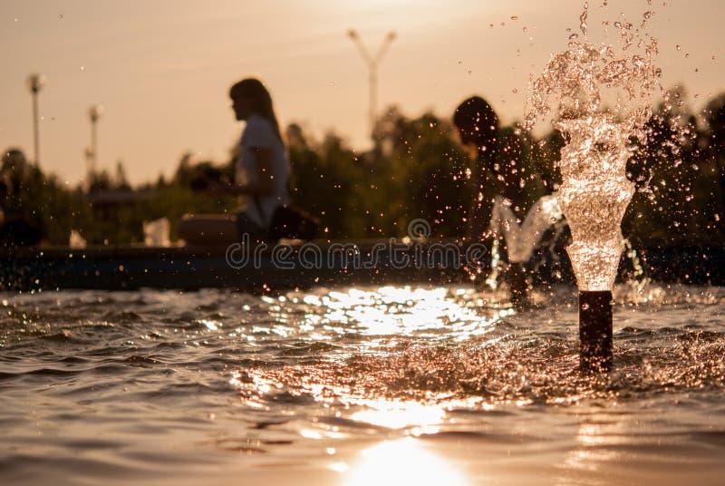 Brunnenwassertropfen lizenzfreie stockfotografie