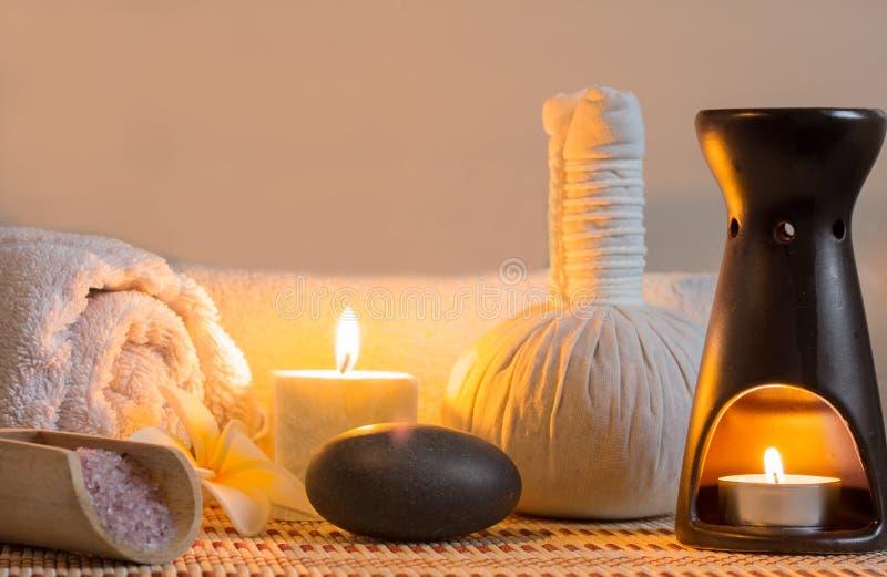 brunnsort för candlelightmassageinställning royaltyfri bild