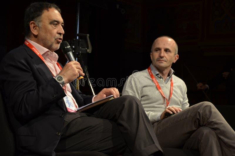 Bruno Manfellotto en Fabrizio Gatti - L'espresso royalty-vrije stock afbeeldingen