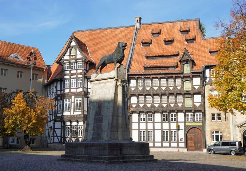Brunswick Lion-monument på Burgplatz-torget i Braunschweig Tyskland fotografering för bildbyråer