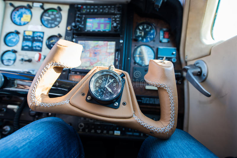 Brunt flygplan för läderstyrninghjul royaltyfri bild