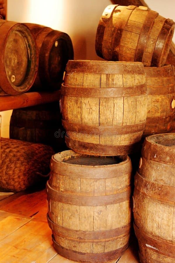 brunt gammalt trä för trumma arkivfoton
