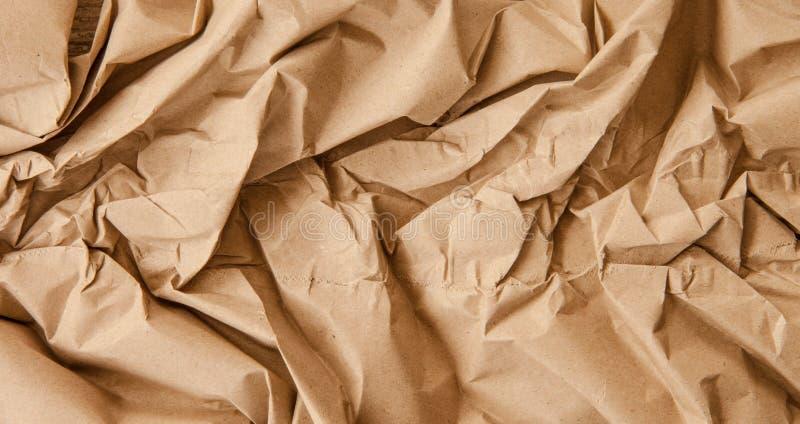 Brunt papper för inpackning av jordlotter arkivbild