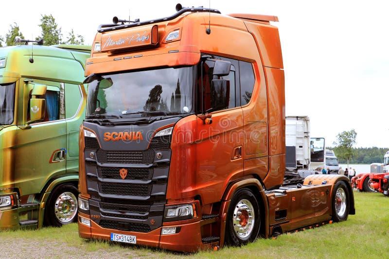 Brunt skräddarsy Skåne S580 av Martin Pakos Show Truck royaltyfri foto