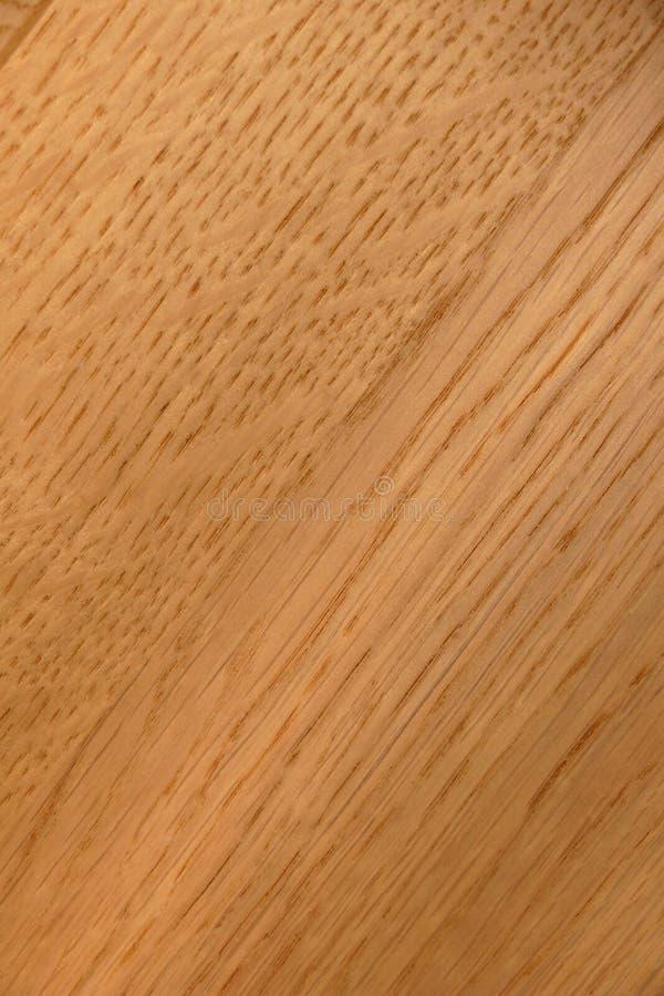 Brunt trä