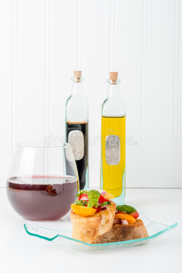 Bruschetta和酒画象 库存图片