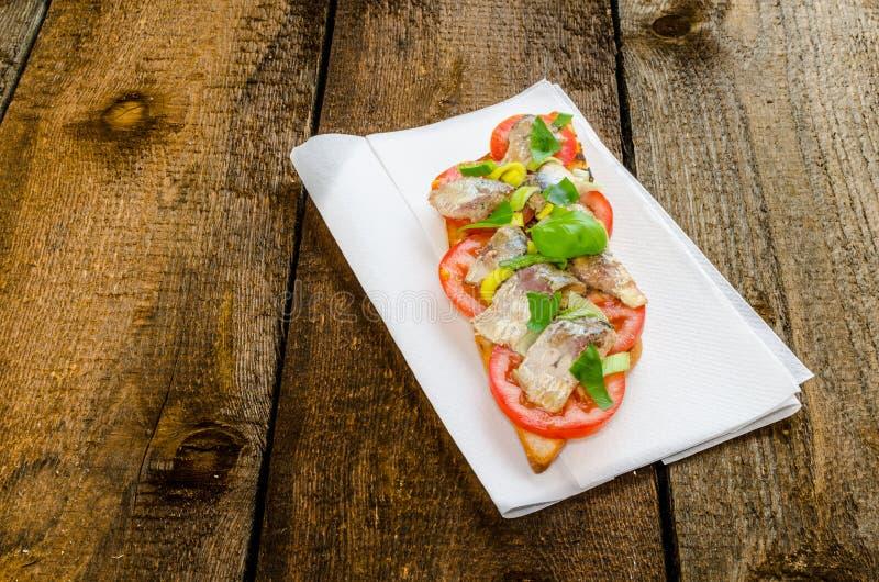 Bruschetta用蕃茄,沙丁鱼 图库摄影