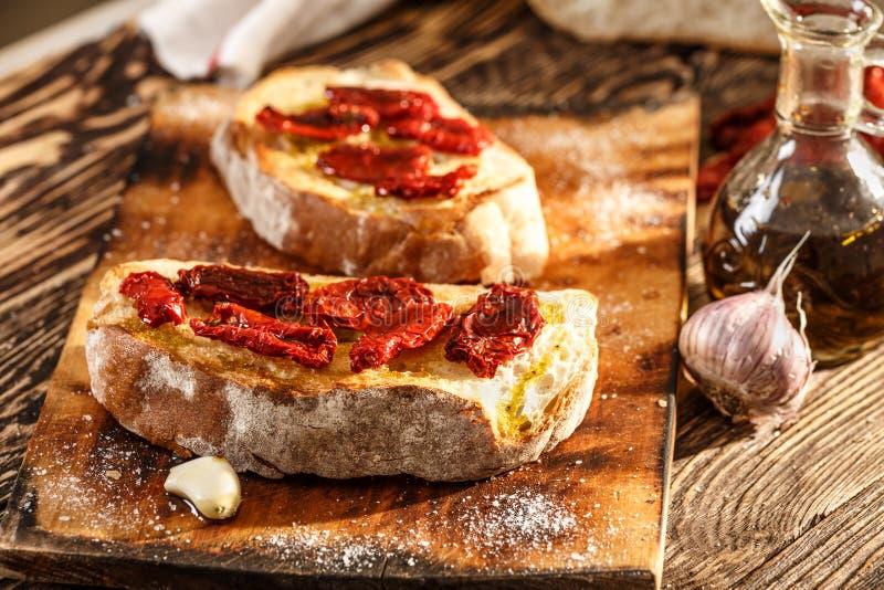 Bruschetta用蕃茄 免版税库存图片