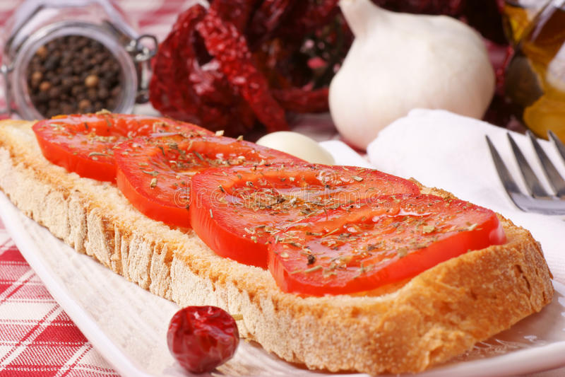 Bruschetta avec le poivre de tomate et de s/poivron photo libre de droits