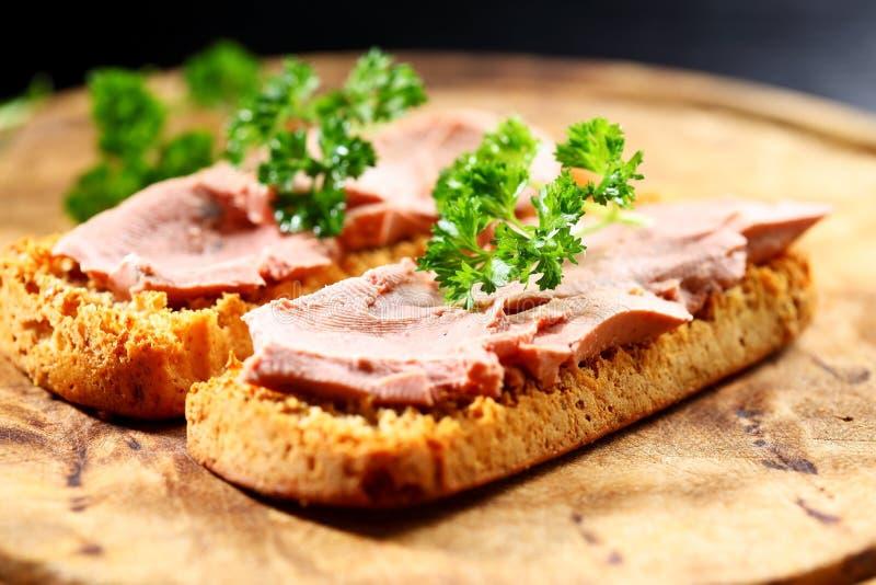 Bruschetta com pasta de fígado fotografia de stock royalty free
