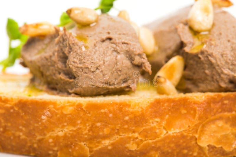 Bruschetta deliziosa con il pasticcio di fegato del pollo immagine stock libera da diritti