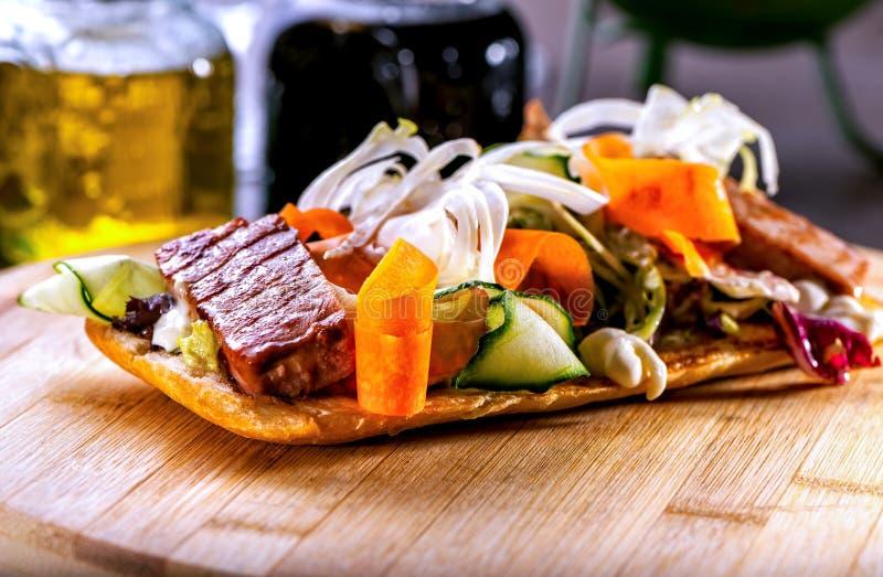 Bruschetta med kött- och grönsaksallad fotografering för bildbyråer