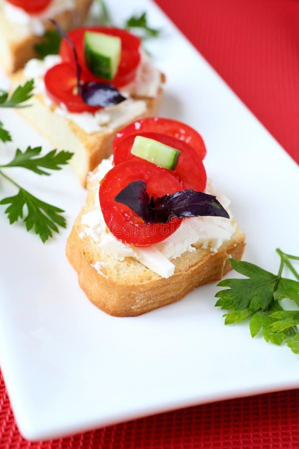 Bruschetta met kaas en tomaat royalty-vrije stock foto's