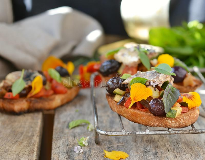 Bruschetta mit Ratatouille stockfoto