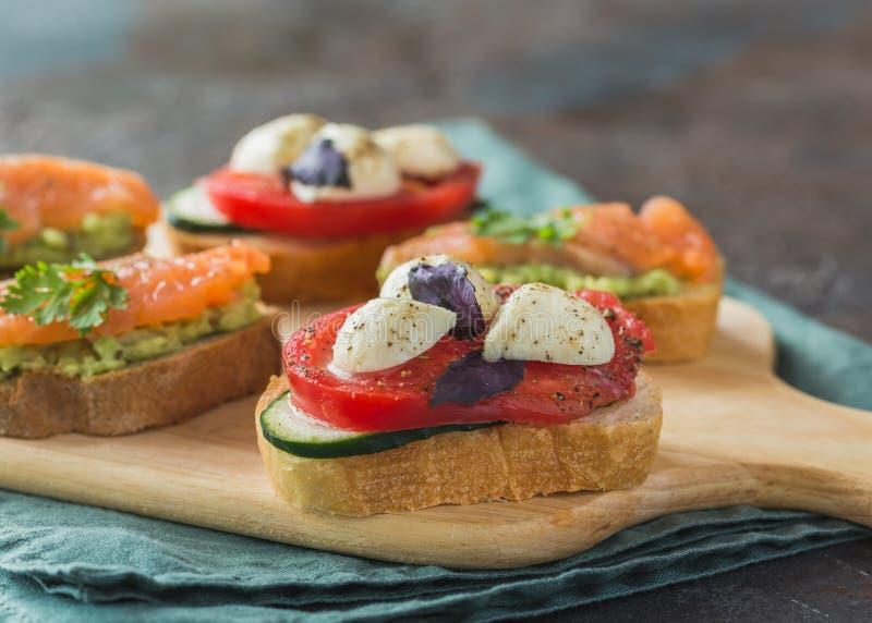 Bruschetta saudável dos alimentos frescos fotografia de stock