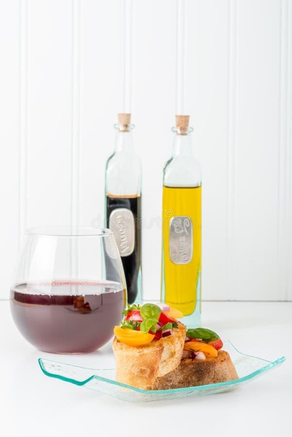 Bruschetta und Wein-Porträt stockbilder