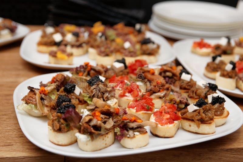 Bruschettas с мясом и мягким сыром стоковые фотографии rf