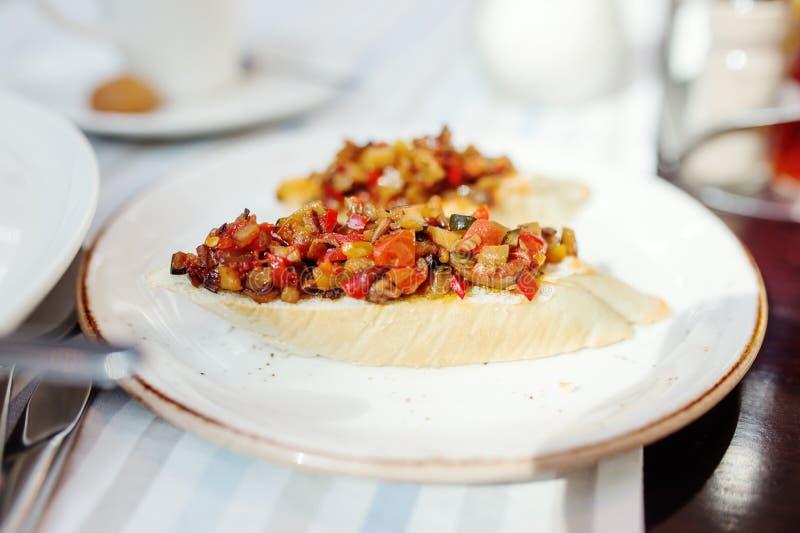 Bruschette, alimento italiano tradicional do aperitivo fotografia de stock royalty free