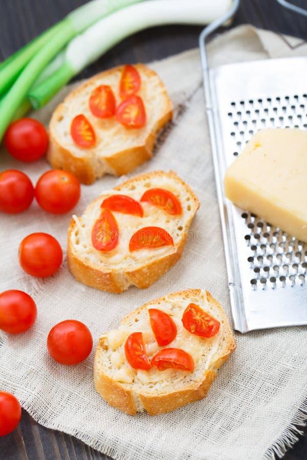 Bruschette avec des tomates-cerises image stock