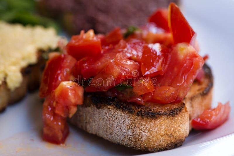 Bruschettes de tomate, bruschettes végétariennes photo libre de droits