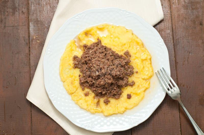 Bruscitt und italienischer Teller des Polenta, den Sie im Winter tun lizenzfreie stockbilder