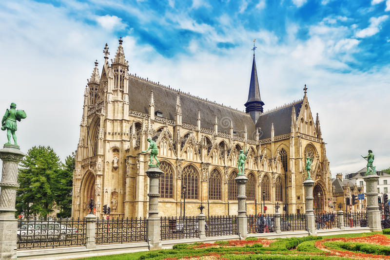 BRUSELAS, BÉLGICA 07, JULIO DE 2016: Cathed de Notre Dame du Sablon fotos de archivo