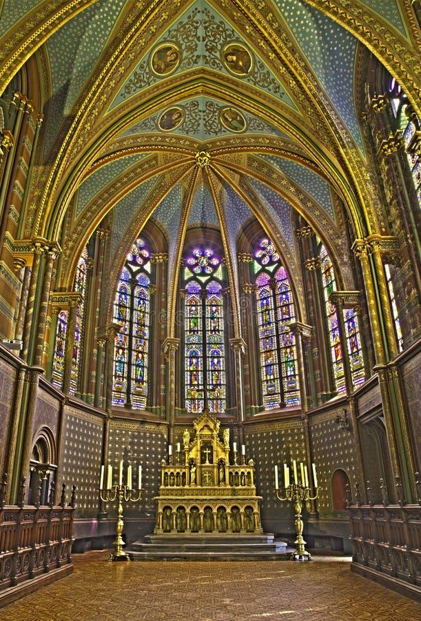 Bruselas - el presbítero de la iglesia gótica Notre Dame de la Chapelle imagen de archivo
