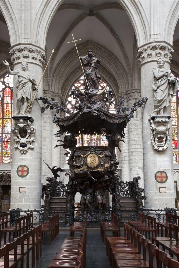 Bruselas - púlpito barroco de la catedral de S fotografía de archivo