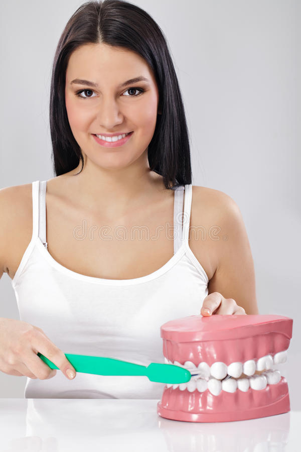 Brush  teeth the right way