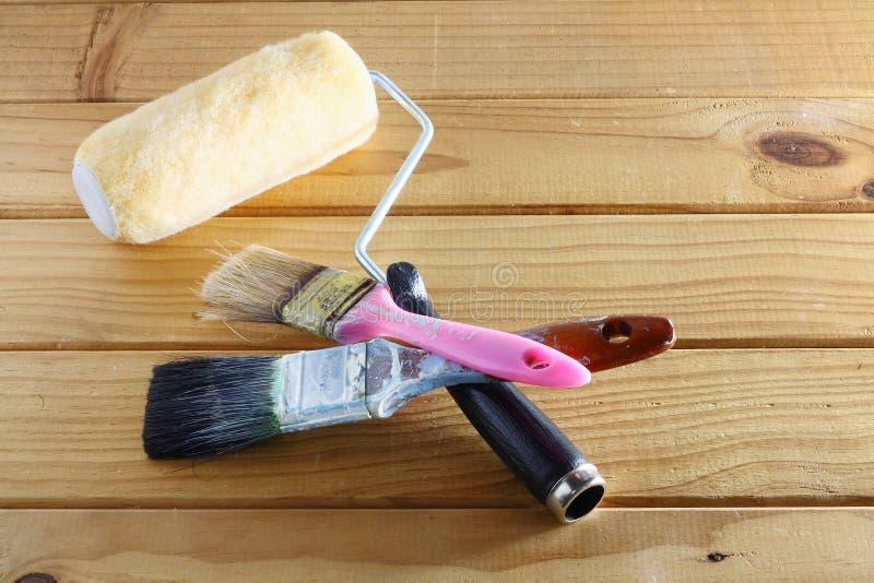 brushes hjälpmedel för målningsrullen arkivfoto