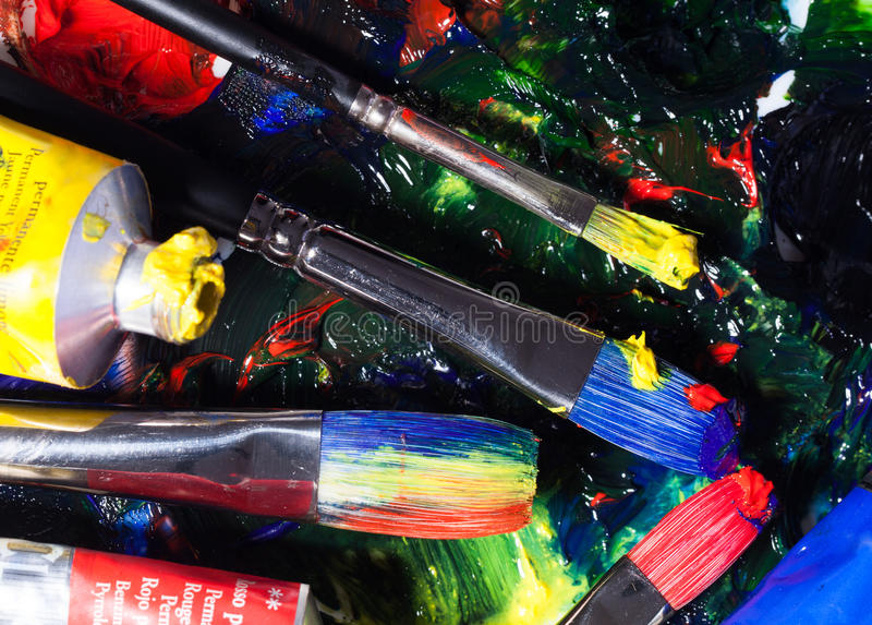 Brushs z tubkami farba paleta mieszający kolor obraz stock