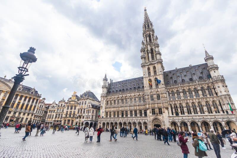Brussel, Belgi? - APRIL 4, 2019: Het stadhuistoren van Brussel in Grand Place Grote Markt Stadsvierkant royalty-vrije stock foto