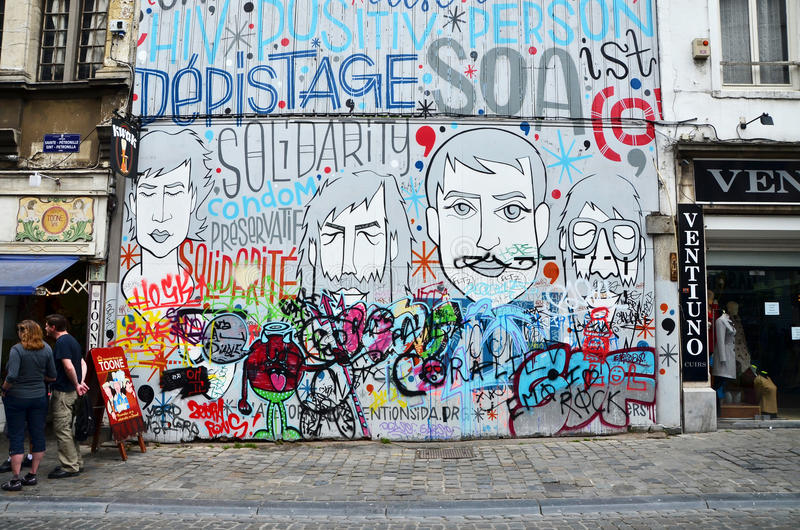 Brussel, België - Mei 12, 2015: De graffiti op de huismuur royalty-vrije stock fotografie