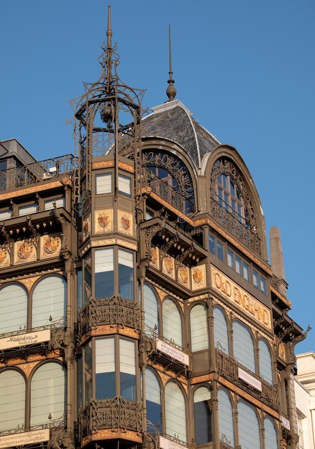 Brussel, Belgi?: Voorgevel van Art Nouveau Musical Instruments Museum, zodra een warenhuis Oud Engeland riep royalty-vrije stock foto's