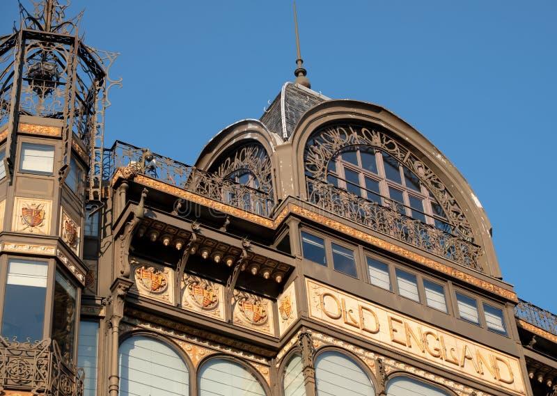 Brussel, Belgi?: Voorgevel van Art Nouveau Musical Instruments Museum, zodra een warenhuis Oud Engeland riep stock foto