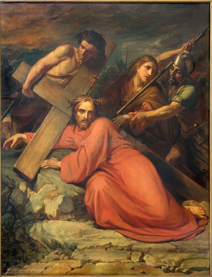 Brussel - Simon van Cyrene-hulp Jesus om zijn kruis door Jean Baptiste van Eycken (1809 - 1853) in Notre Dame de la Chapelle te d royalty-vrije stock afbeeldingen