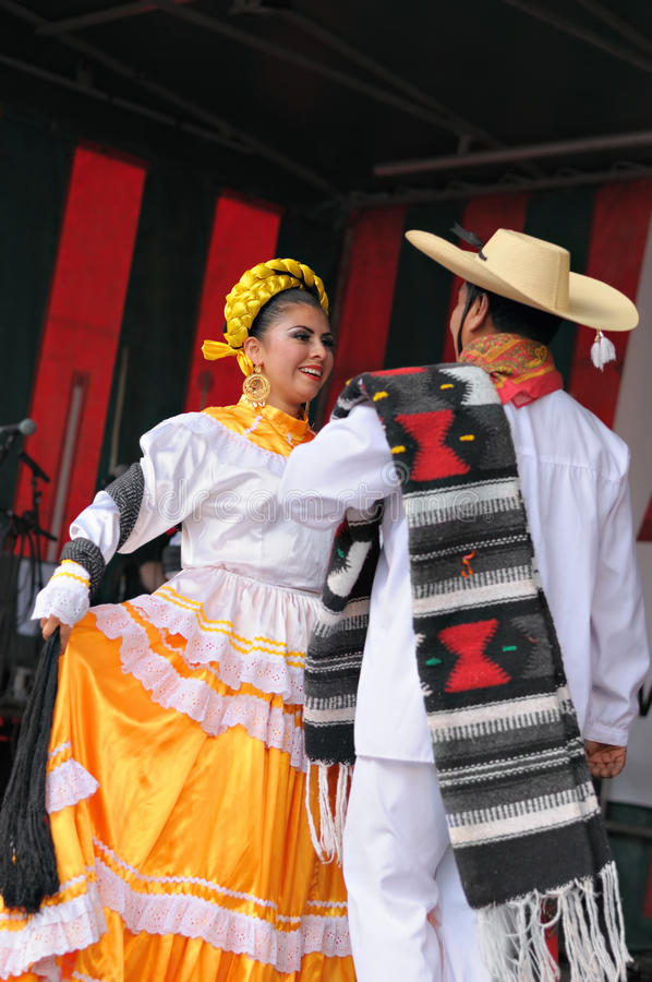 Download Dancers Of Xochicalli Mexican Folkloric Group Editorial Photography - Image: 30132792