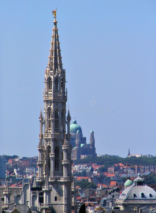 brussels i stadens centrum medeltida horisont arkivbild