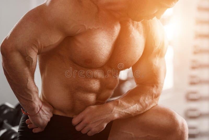 Brutale bodybuilder stock afbeeldingen