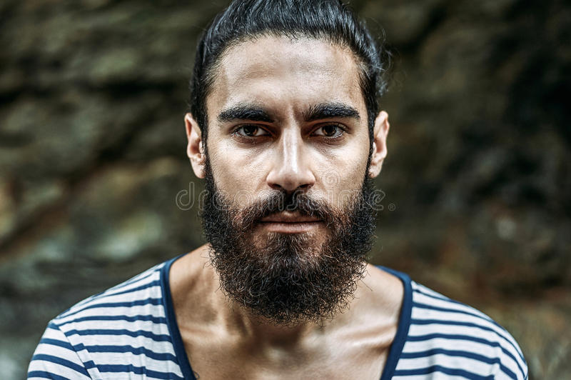 Brutale knappe mens met baard royalty-vrije stock afbeeldingen