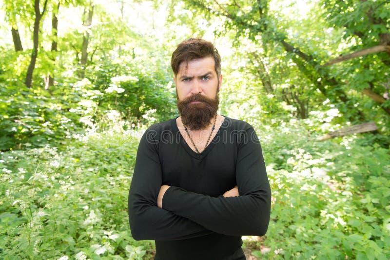 Brutalité de concept de jungles Concept de saison de la chaleur d'été Nature sauvage Fond lumineux de feuillage de hippie barbu d photo stock
