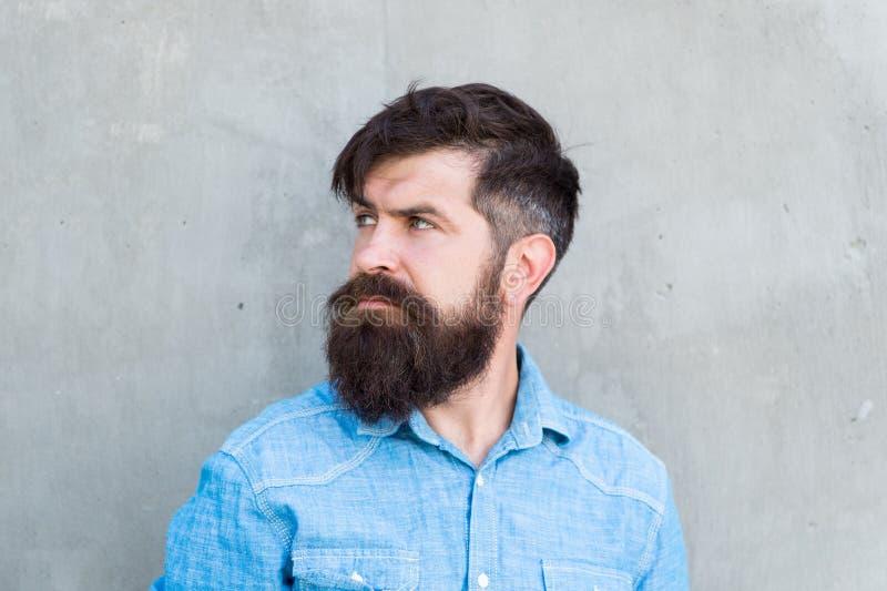 Brutalité et beauté Concept de masculinit? Toilettage de barbe de salon de coiffure Se sentir viril D?nommer la barbe et la moust images stock